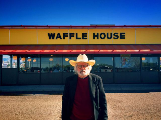 Lloyd-Waffle-House-Baja